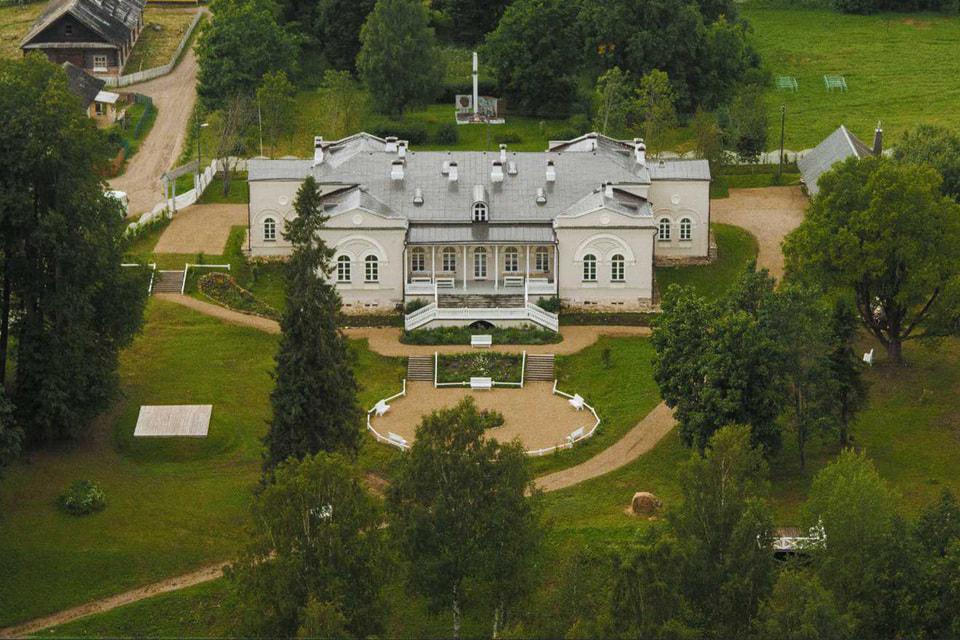 Усадьбу Хвалевское построил  тайный советник Николай Качалов (1818–1891)