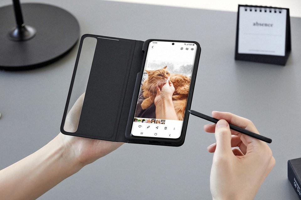 Устройство снабжено рядом новых интеллектуальных функций для редактирования фото и видео прямо на смартфоне и поддерживает работу с электронным пером S Pen