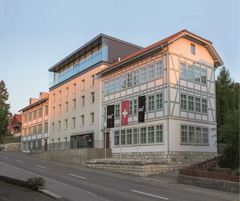 Часовое производство Montblanc в Швейцарии разделено между мануфактурой Minerva в местечке Вилере и в мастерских в Ле Локле