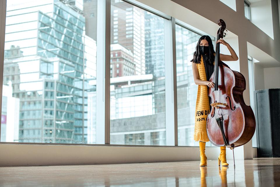Для участия в перформансе музыканты самостоятельно составили для себя костюмы из женской и мужской коллекций Fendi сезона осень-зима 2020/21