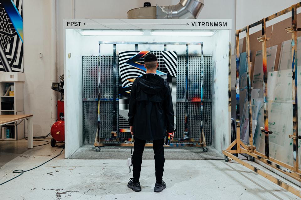 Художник Филипе Пантоне известен своей оригинальной манерой слияния «цифровых» изображений и граффити