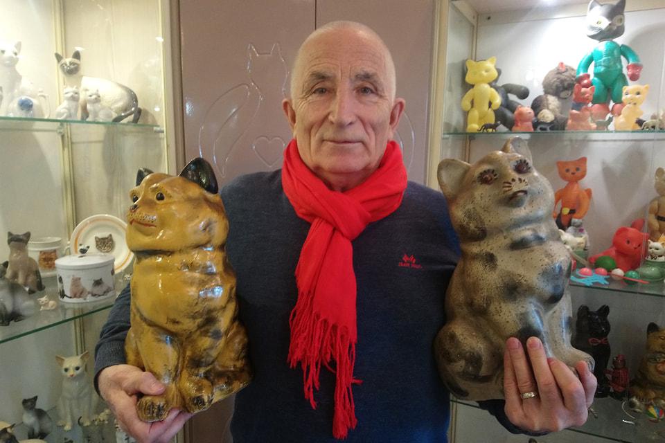 Основатель и владелец музея Валентин Чернов с экспонатами в музее