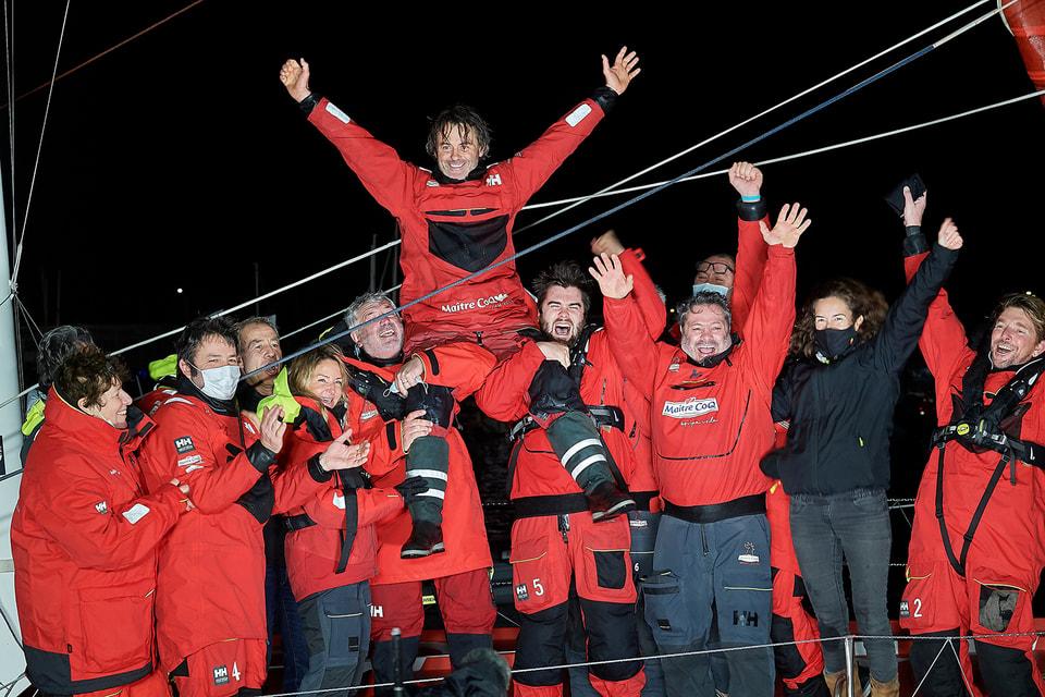 Победу в кругосветной гонке яхт-одиночек Vendee Globe 2020 одержал 48-летний Янник Беставен на яхте Maitre Coq