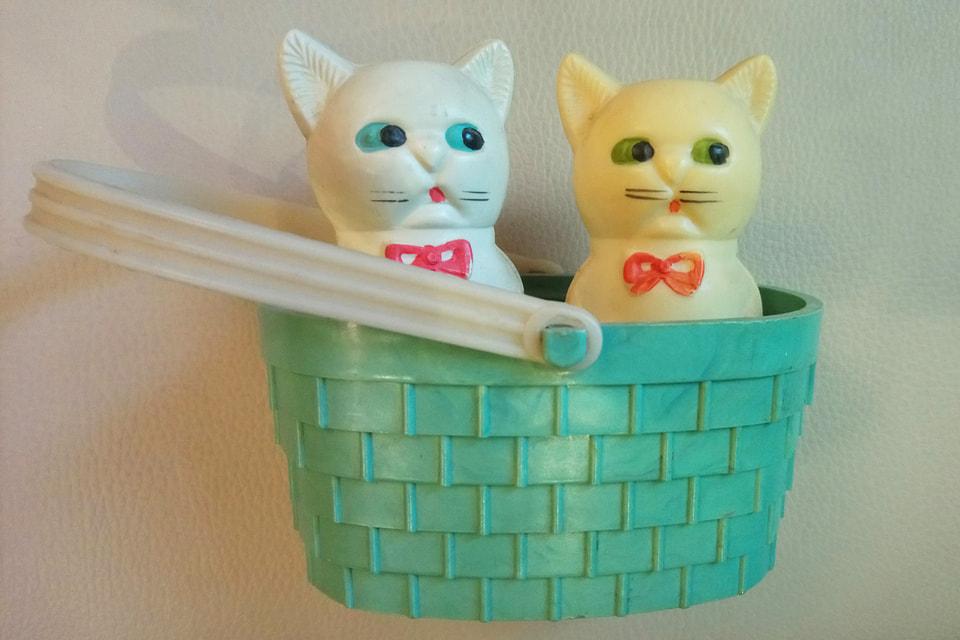 «Хит ностальгии» — культовая игрушка, выпускавшаяся в Риге в 1960-70-х гг. Один котёнок замолчал, другой еще пищит более 50 лет