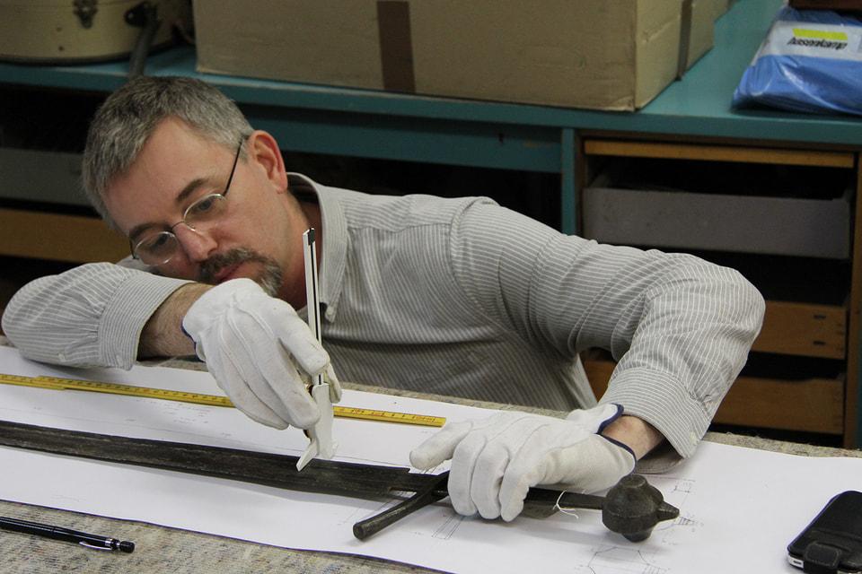 Петер Йонссон, мастер, занимающийся реконструкцией рыцарского оружия